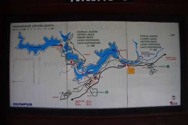 Mapa Plitvické jazerá - Na plitviciach boli pekne označené chodníky a jednotlivé trasy. Na vstupenke bola mapka a aj počas turistiky boli poruke mapy plitvických jazier