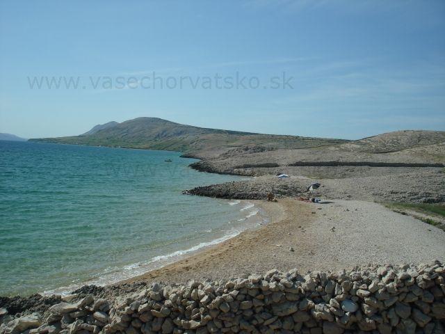 Nudapláž - FKK Chorvátsko - Krásne súkromné pláže na ostrove Pag, prvá je malá piesočnatá pláž, za touto súkromnou piesočnatou plážou bola malá nudapláž označovaná ako FKK