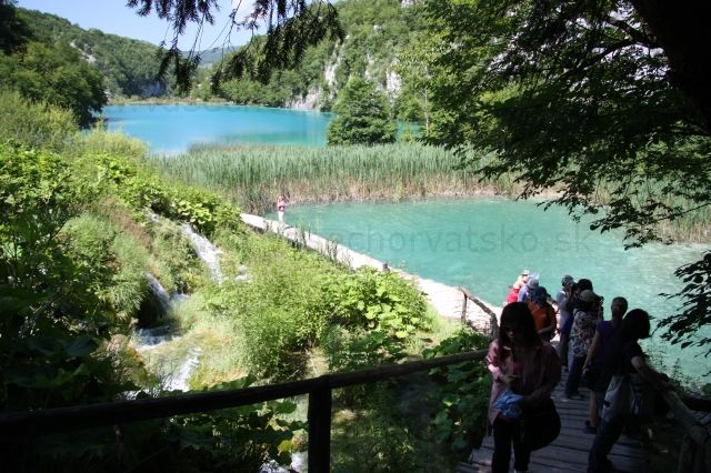 Poklad na striebornom jazere - Na Plitvických jazerách sa točil poklad na striebornom jazere, toto je kúsok od jaskyne.