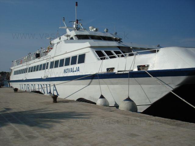 Trajekt Jadrolinia Novalja - Trajekt v prístave mesta na Novalja na ostrove Pag