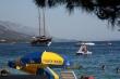 Jadranské more v Chorvátsku - Pokojné Jadranské more na Makarskej riviére, ktorá je schovaná za ostrovmi Brač, Hvar, Korčula. Vďaka tomu tam voda je pokojnejšia a teplejšia ako na otvorenom mori.