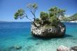 Nevestina Skala v Brele - Najznámejšia skala na Makarskej riviére, Skala s Borovicou v Brele - symbol Brely