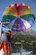 Parasailing Makarska - Parasailing na Makarskej riviére, štart z Brely. Ak budete v prímorských mestách zistite si viac vodných športov, ceny boli dosť rozdielne. V Baške Vode bolo viacej firiem, ktoré ponúkajú parasailing a boli výrazne lacnejšie. Y Z padáku je krásny pohľad na hory a pláže v Makarskej