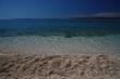 Chorvátske more - Ranné plávanie na dovolenke v Brele, pokojná voda, drobné kamienky, nádherne čistá voda, vzadu je vidieť ostrov Brač.