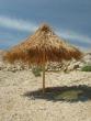 Slnečník na pláži Čista - pláž s jemným drobným štrkom, miestami piesková, pláž sa nachádza na ostrove Pag, asi 2 km od mesta Novalja