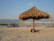 Slnečníky na pláži - Karibik v Chorvátsku :) alebo chorvátska Ibiza, škoda toho nie vhodne zvoleného názvu Zrče, bolo veselé počúvať, ako to vyslovujú takí Nemci alebo Rakúšania